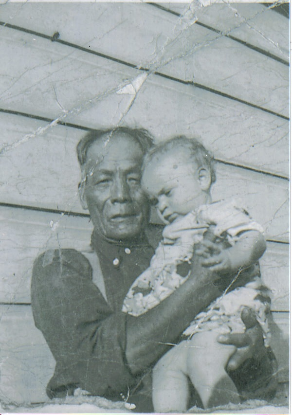 1929 William Yan Foon w Grandson Tony