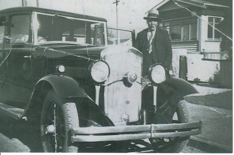 1939 William Yan Foon 27 Ariki St with his Rover
